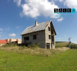 Rezervované! Nedokončený Rodinný dom (hrubá stavba) pozemkom o výmere 585m2.
