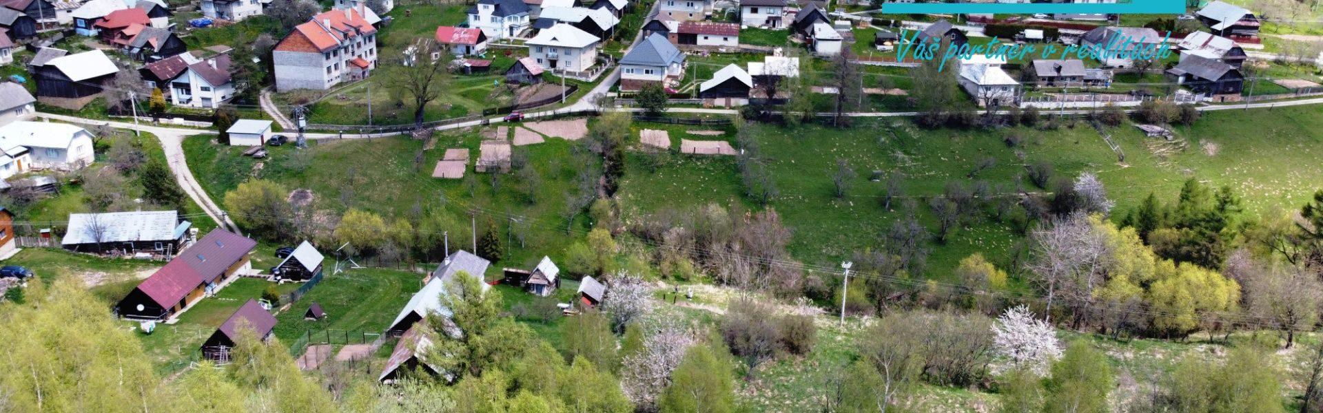 Exkluzívne. Slnečný pozemok o celkovej rozlohe 1233 m2 v horskej dedinke Brutovce